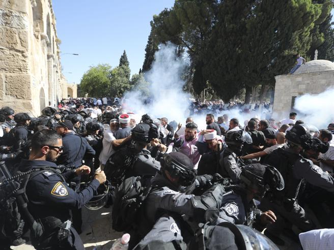 Gerusalemme, tensione alla spianata delle moschee, ci sono feriti