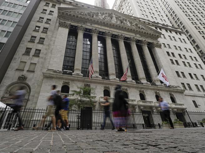 Titoli Stato: Btp aggiorna minimi storici, rendimento sotto 0,90%