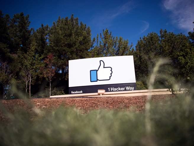 Facebook: procuratore Ny avvia indagine, deve seguire legge