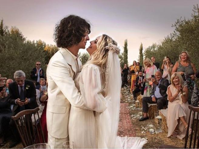 Francesco Motta e Carolina Crescentini si sono sposati
