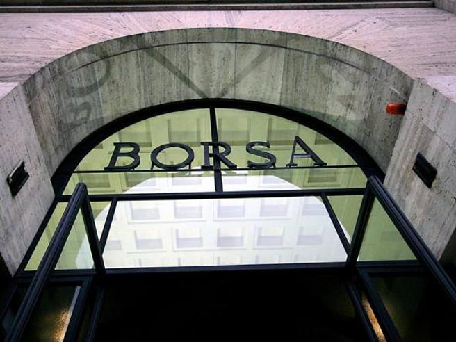 Borsa:Milano riduce rialzo,giù le banche