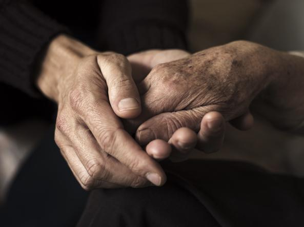 Sperimentazioni selvagge su malati di Alzheimer, scandalo in Francia