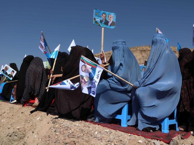 Afghanistan al voto, esplosione in un seggio per le presidenziali