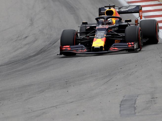 GP Russia: harakiri Ferrari, doppietta Mercedes
