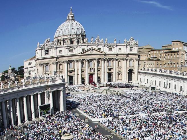 Flussi finanziari da milioni di euro, sospesi cinque funzionari della Santa Sede