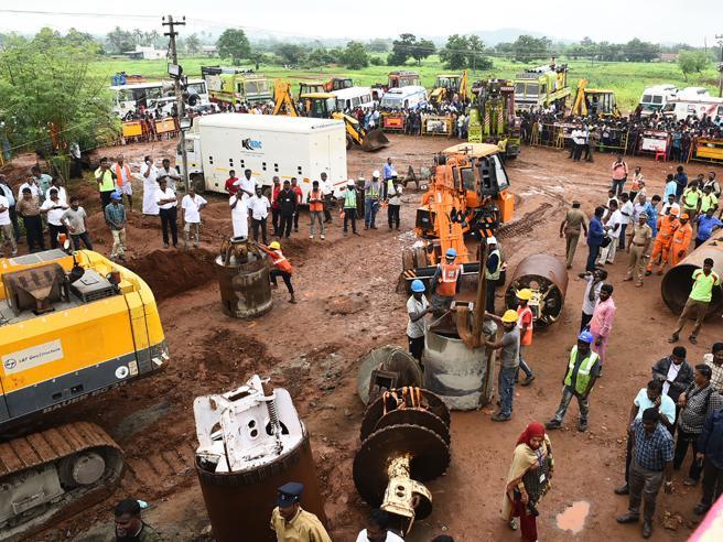 Tragedia in India, bimbo morto il bimbo caduto in un pozzo