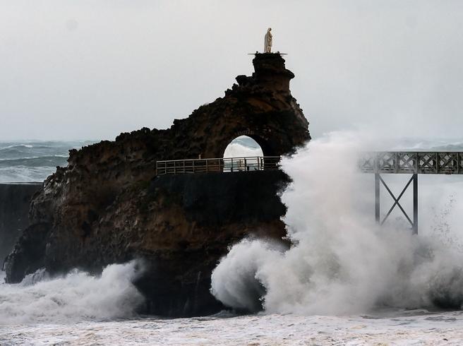 Tempesta Amelie, in Francia 100mila case senza elettricità