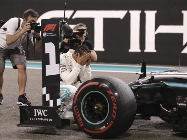 F1, test Abu Dhabi: miglior tempo di Russell, Leclerc contro le barriere