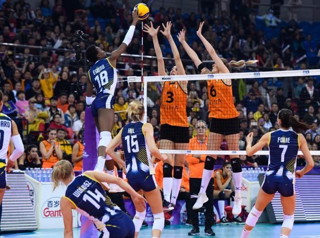 Imoco Volley, rientro trionfale dalla Cina: bagno di folla in aeroporto