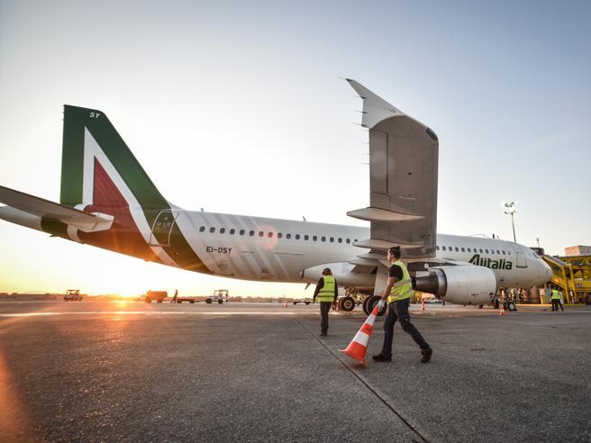 Alitalia, Patuanelli: 'Sei mesi per salvarla o si chiude'