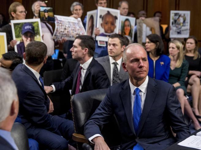 Boeing: si dimette il CEO con crisi 737 Max