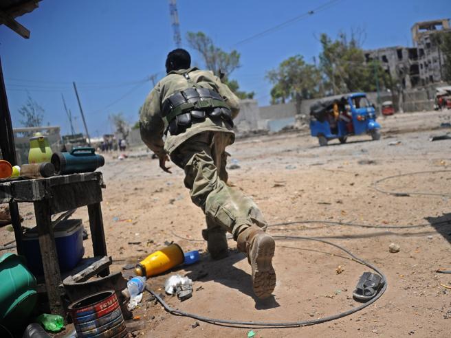 Autobomba in Somalia: decine di morti a Mogadiscio