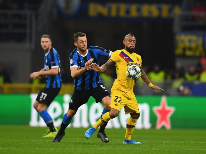Calciomercato Inter, Vidal vicino: incontro fissato con il Barcellona