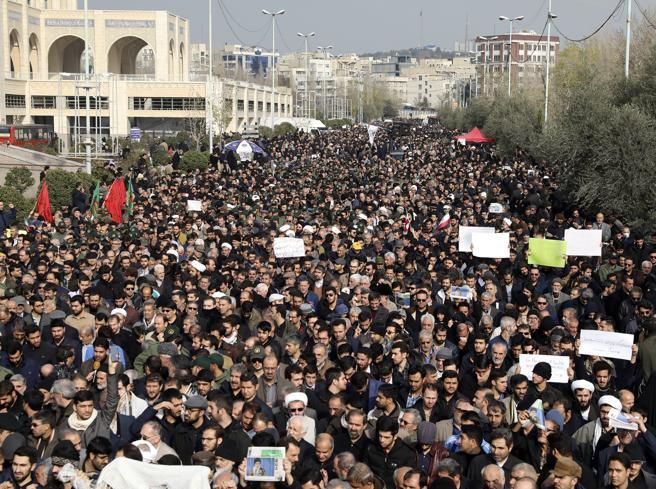 Iraq, in migliaia cantano