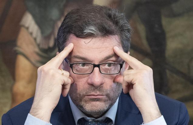 Giorgetti: «Resteremo nell'euro. Sui migranti si collabori, ora Bruxelles ha capito»