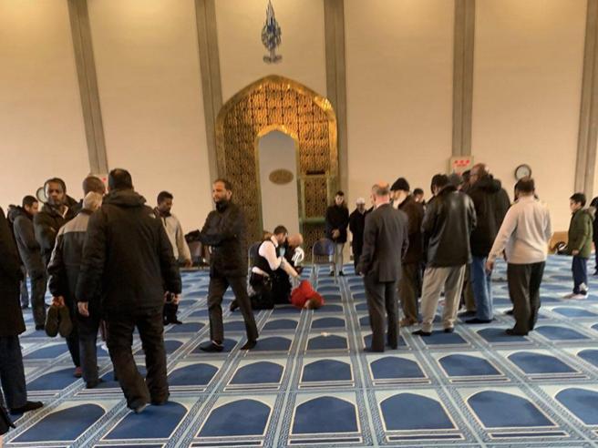 Londra, fedele musulmano accoltellato nella moschea