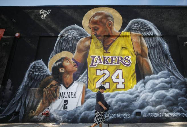 IL RICORDO - Kobe Bryant un mese dopo, in migliaia a Los Angeles