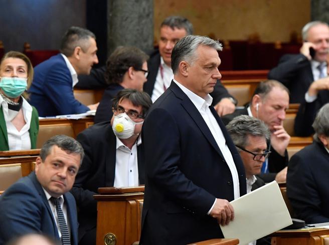 Coronavirus, decisione forte in Ungheria: il premier Orban ottiene pieni poteri