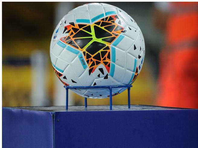 Serie A, 7 club si oppongono alla ripartenza: