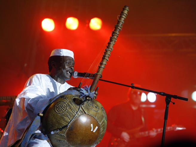 Mory Kante, addio al cantante celebre brano Yeke Yeke