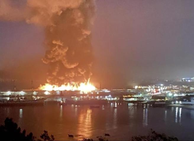 San Francisco, grande incendio al Pier 45