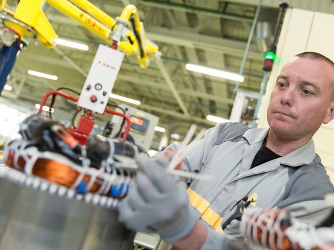 Renault taglia 15 mila posti di lavoro di cui 4.600 in Francia