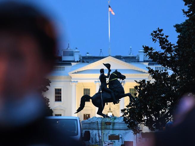 Usa, manifestanti contro statua Jackson vicino alla Casa Bianca