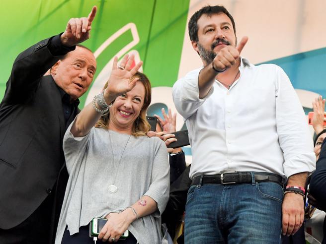 Forza Italia evoca un'altra maggioranza. Ma Salvini: la via maestra è il voto
