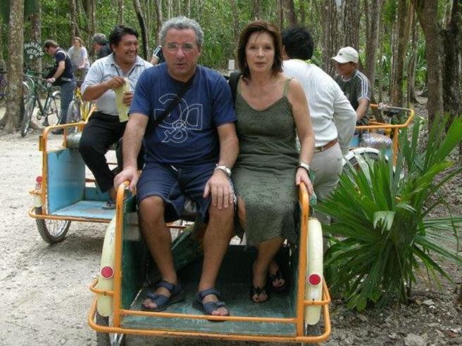 Sgozzata all'alba, marito grave: fermato un 25enne sporco di sangue
