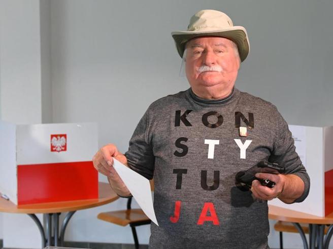 Polonia: testa a testa fra Duda e sindaco Varsavia domenica
