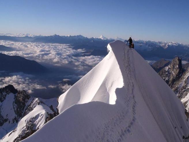 Precipitano da cresta su Monte Bianco, morti due genovesi