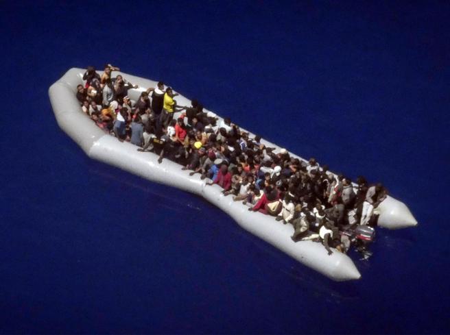 Due barche con 140 migranti in difficoltà