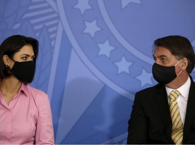 Coronavirus Bolsonaro Sono sotto antibiotici ho la muffa nei polmoni. Positivi la moglie e un suo ministro