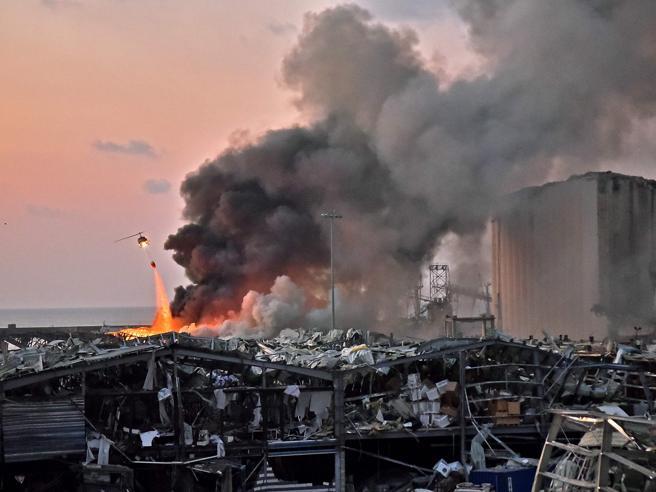 Bomba Beirut, esplosivista italiano non crede all'ipotesi del nitrato d'ammonio come causa