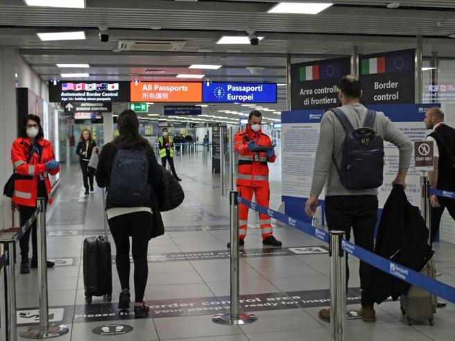 Covid, il Comitato esperti spinge per obbligo distanziamento anche sui treni regionali