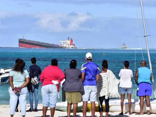 Marea nera alle Mauritius, dichiarato lo stato d'emergenza ambientale