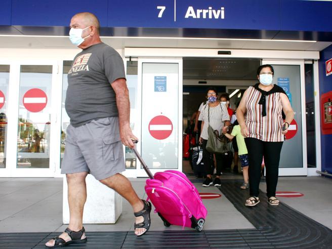 Coronavirus, tamponi alla frontiera tra Italia e Francia: l'intesa è vicina