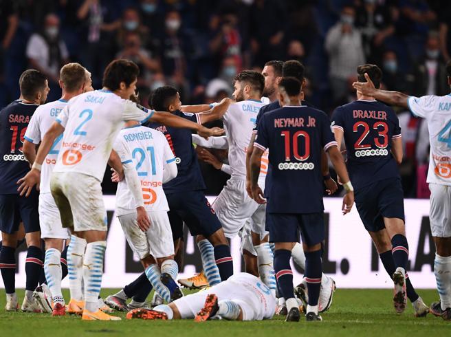 PSG-Marsiglia finisce in rissa: cinque espulsi nel recupero