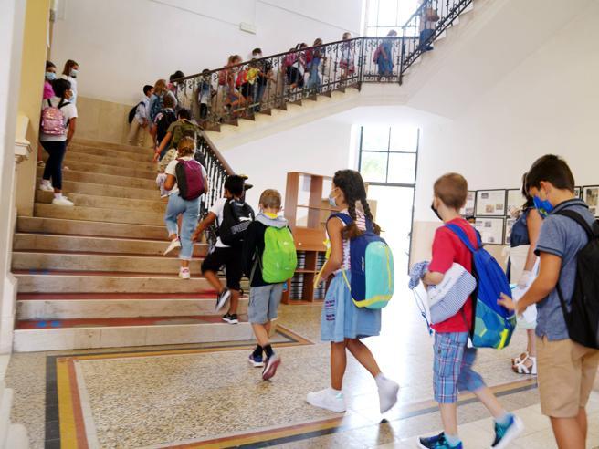 Coronavirus, Zampa: «A scuola non abbassare la guardia. Chiedo ai ragazzi di scaricare Immuni»