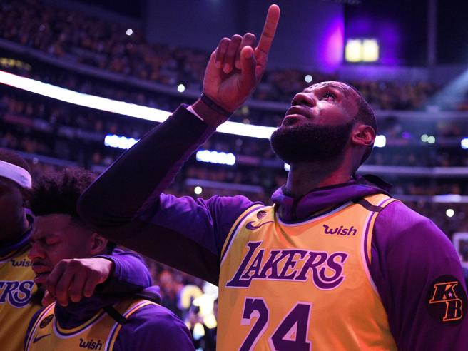 Nba, i Lakers vincono il campionato dopo 10 anni