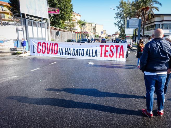 Coronavirus, oggi 1.261 positivi in Campania, il governatore De Luca: «Le mezze misure non servono più»Coronavirus, contagi in aumento in Campania, il governatore De Luca: «Le mezze misure non servono più»