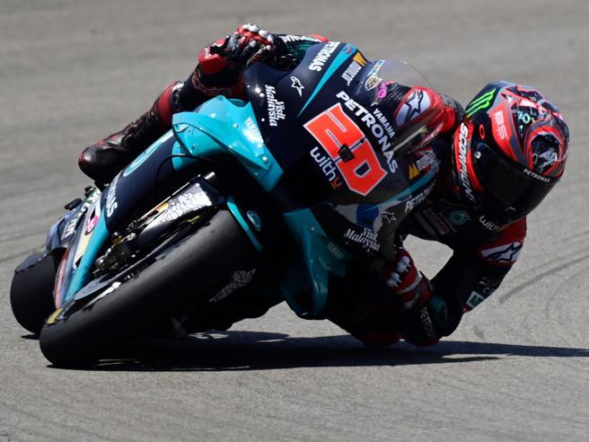 MotoGp ad Aragon, qualifiche: Quartararo in pole davanti a Vinales. Polemica Dovizioso-Ducati
