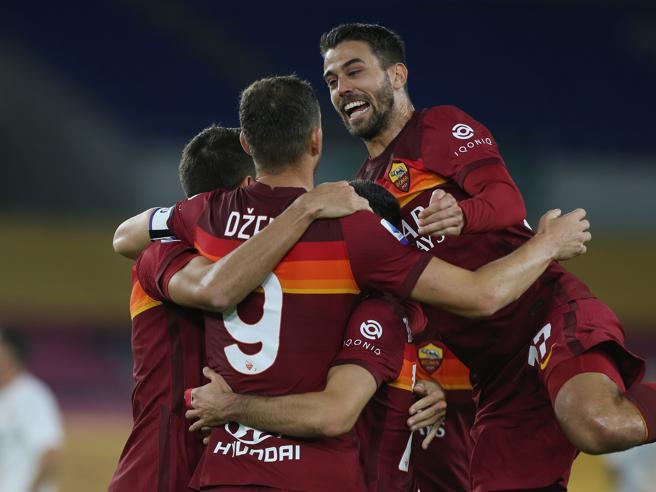 La Roma soffre ma poi dilaga nel finale, battuto il Benevento 5-2