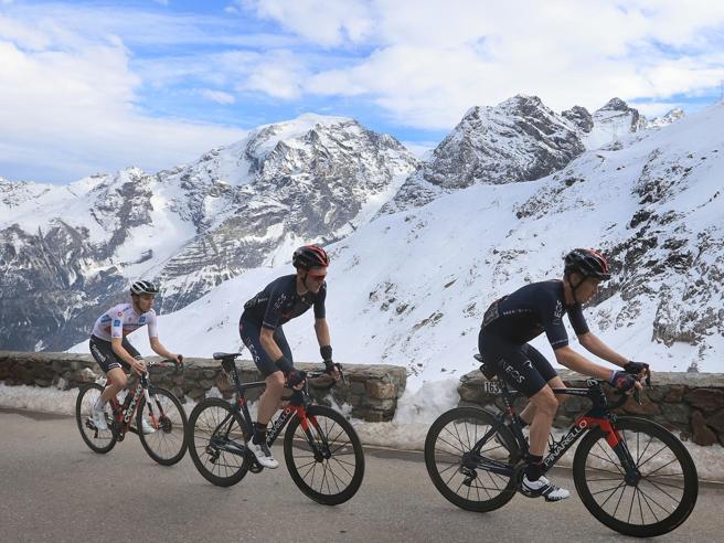 Giro d'Italia. A San Daniele vince Tratnik. Nibali nel gruppo big