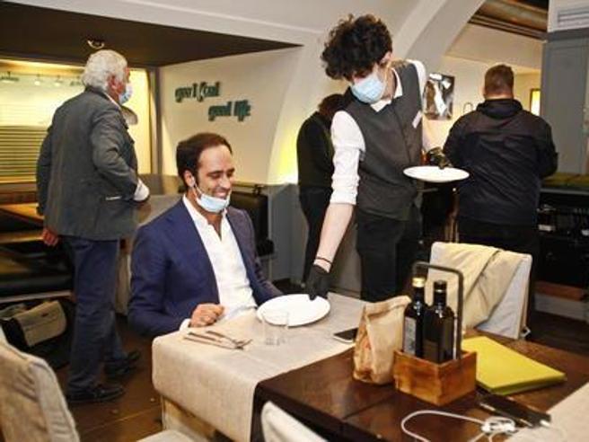 Covid, in Alto Adige bar e ristoranti aperti fino alle 20 e alle 22, sì agli spettacoli in cinema e teatri