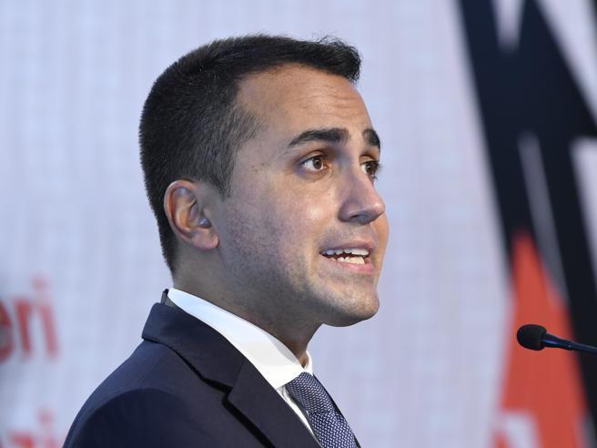 Di Maio e il virus: «Serve un segnale: tagliamo gli stipendi ai parlamentari»