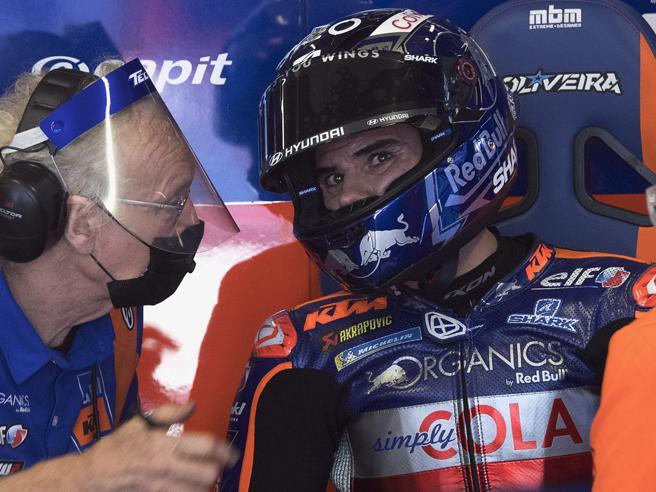 Moto GP, Oliveira trionfa a Portimao. Male Rossi, Morbidelli sul podio