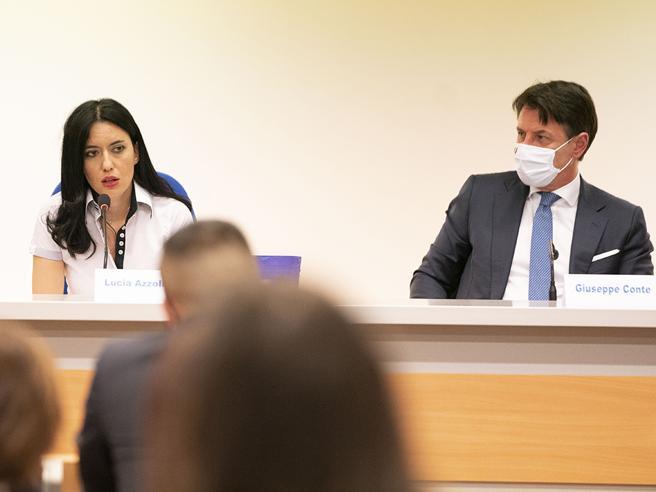 Dpcm dicembre, Azzolina: «Negozi aperti dal 4? Bene, e le scuole?». E si alza la tensione tra i ministri