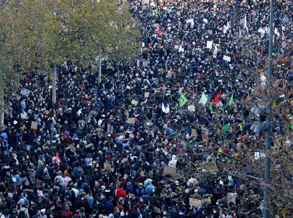 Parigi, scontri alla marcia per le libertà