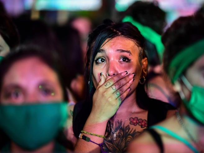 Decisione storica in Argentina, ora l'aborto è legale